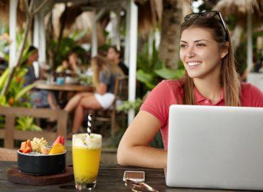Redes sociales y Pymes en la Costa del Sol. La relación entre las redes sociales y Pymes a día de hoy es insustituible para construir un negocio rentable y exitoso. Si estás emprendiendo o tienes un negocio en el sector turístico, tener una vida activa en Facebook, Instagram o Twitter es vital. AntonioVChanal. Marketing Digital.