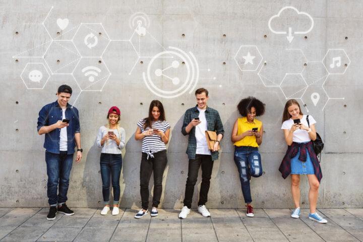Beneficios de las redes sociales en Andalucía. Somos Marketing Digital. Siendo que la mitad de la población mundial está conectada a alguna red social, son indudables los beneficios de las redes sociales para cualquier negocio. El turismo es uno de los sectores de actividad que más se ha favorecido de esta circunstancia.