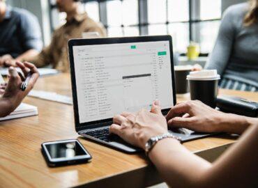 Beneficios de usar el email marketing para tu empresa · AntonioVChanal Marketing Digital. En este post te voy a mostrar algunos de los beneficios de usar el email marketing para tu empresa.