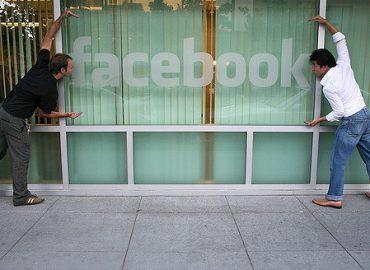 """Cómo debe usar Facebook una pyme. En @Movistar_PYMEs. Raúl Salgado escribe este artículo donde cuenta qué tiene que hacer la PYME ante los nuevos retos de las redes sociales y donde Antonio V. Chanal apunta que """"en Facebook, el usuario es quien manda""""."""